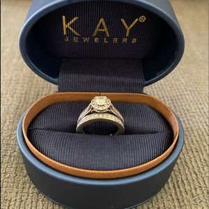 Leo engagement ring and wedding band